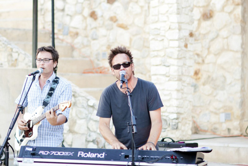 Rip-it Encore - Duo playing the first dance in Uzes France