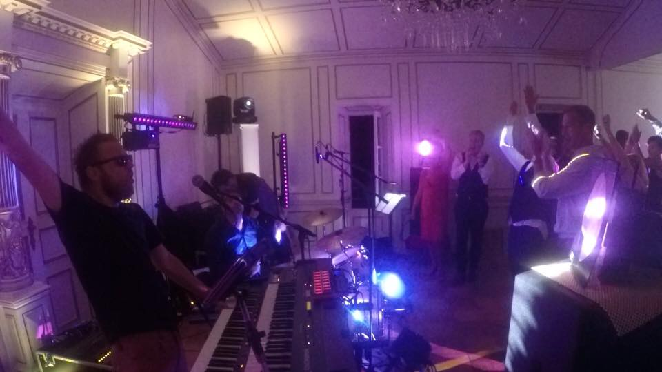 A great start to a wedding concert at Chateau De Robernier